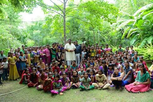 Shyam Sundar Paliwal along with the village of Piplantri