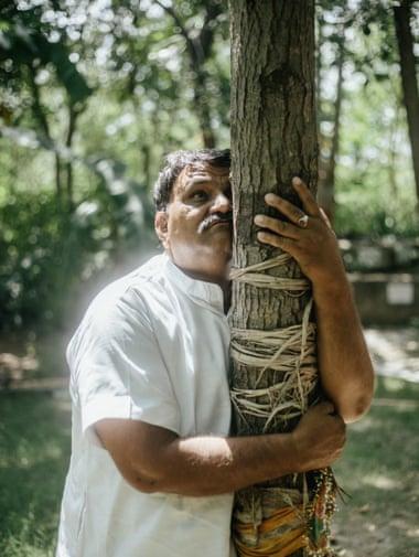 Shyam Sundar Paliwal holding the tree.