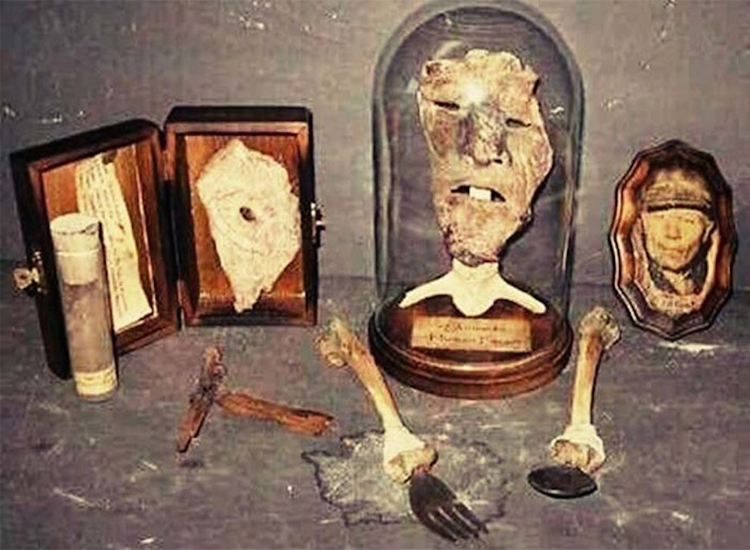 Gruesome discoveries in Ed Gein's house.