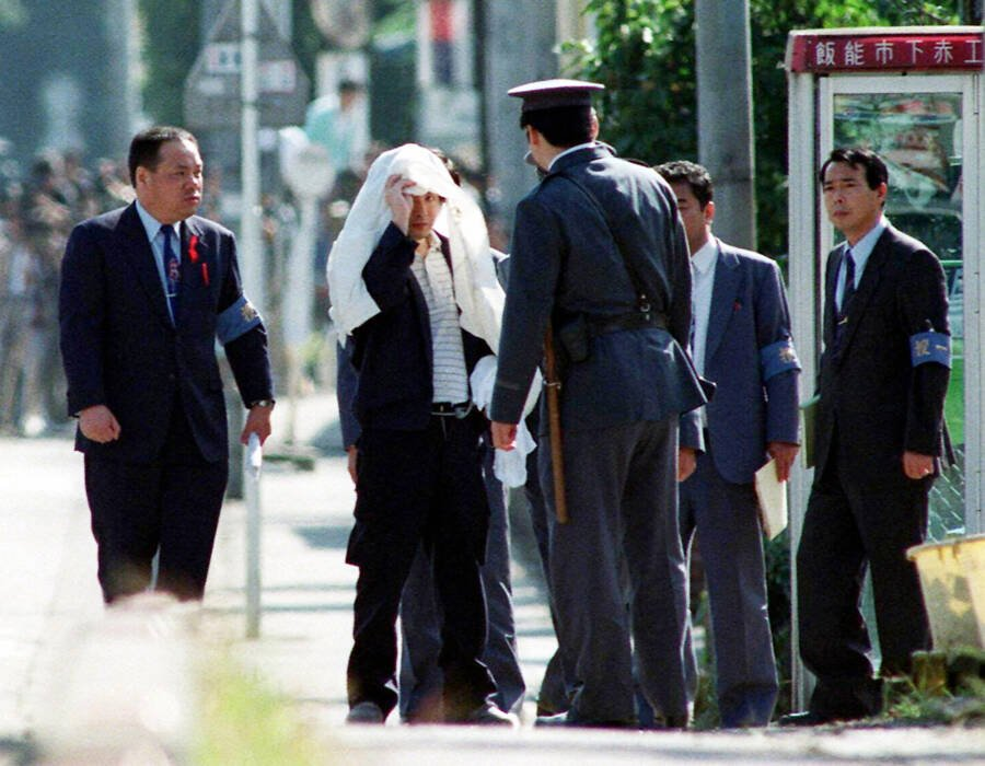Tsutomu Miyazaki (L) at an inspection of a murder case as he was convicted of killing four young girls