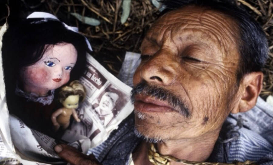 Don Julian Santana Barrera with one of his Island's dolls.