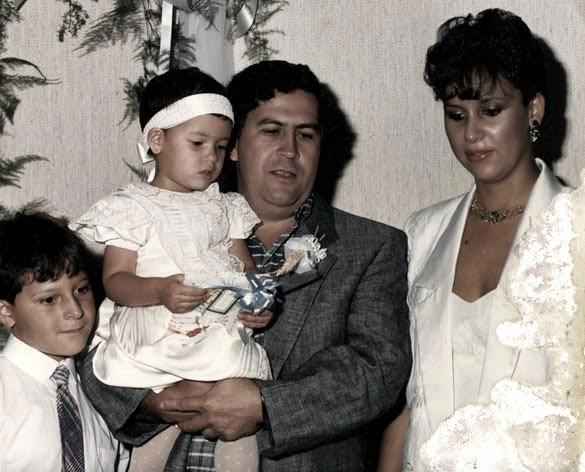 Mario Victora henao with pablo escobar and family